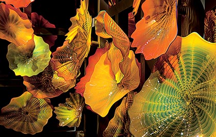 Dale Chihuly<br />Persian Colonnade (detail)<br />2008<br /><span style='font-weight:bold;color:red;'>4,5 x 15,2 m</span><br />San Francisco, de Young Museum<br />Photo Terry Rishel<br>