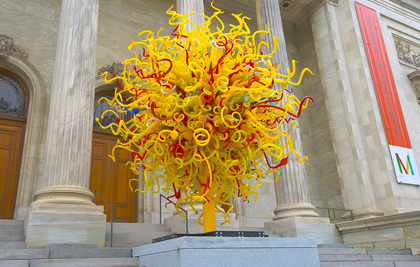 Dale Chihuly<br />The Sun<br />2013<br /><span style='font-weight:bold;color:red;'>4,3 x 4,3 x 4,3 m</span><br />The Montreal Museum of Fine Arts, lent from the artist<br />Photo MMFA : Christine Guest<br>